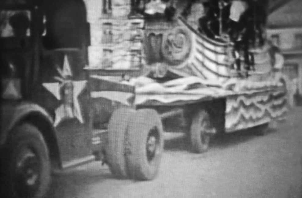 "Remorque ""Galion"" avec son tracteur Bernard"
