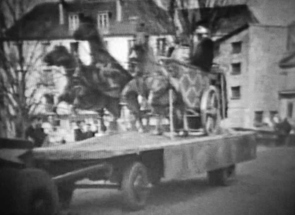 Remorque transportant une réplique de char romain