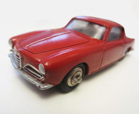 Jouet ancien Dinky Toys : coupé Alpha Roméo