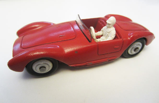 Jouet ancien Dinky Toys : Maserati